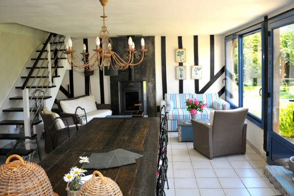 chambre hôtes honfleur bois pierres salle manger table